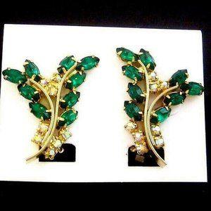 Vintage emerald green Earrings clip goldtone